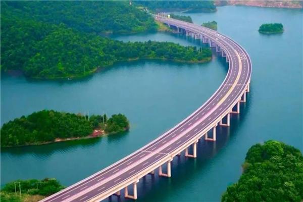 中國十大最美天路