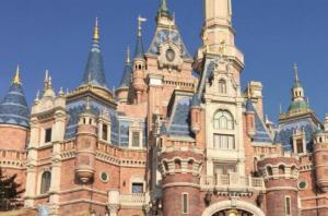 國内最佳大旅遊勝地 迪士尼樂園是首選,稻城亞丁浪漫不已