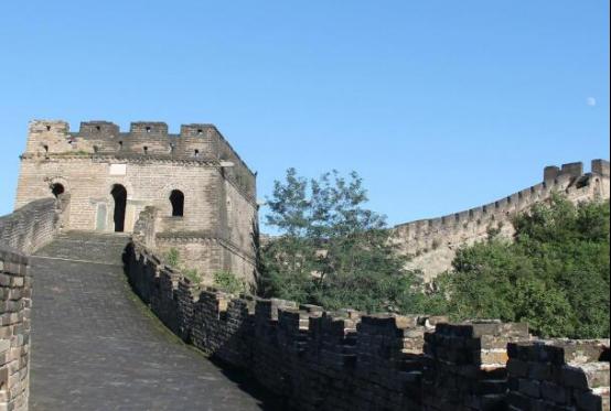 国内最佳十大旅游胜地 上海迪士尼乐园是首选,稻城亚丁浪漫不已